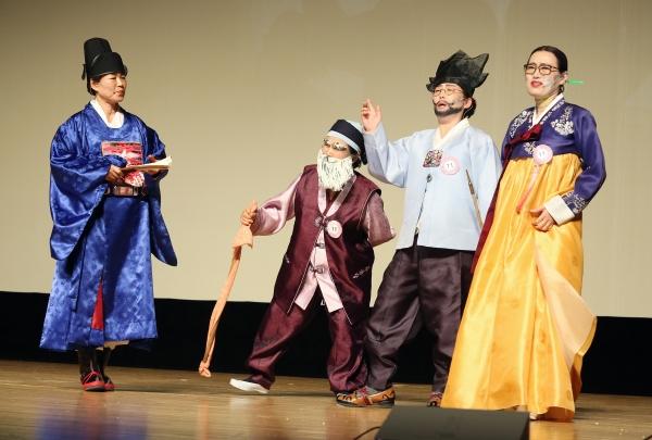1일 서울 마포구 마포아트센터 대공연장에서 일성여자중고등학교 제17회 영어말하기대회가 열려 학생들이 영어연극 공연을 하고 있다.