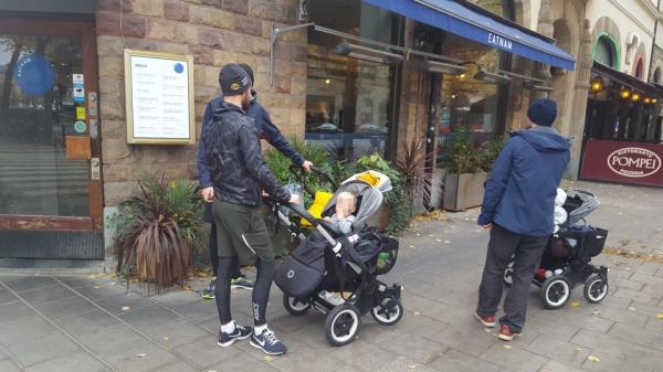 스톡홀름 거리 곳곳에서 유아차를 미는 '라테파파'를 흔하게 만날 수 있다. ⓒ한국언론진흥재단 연수기자단