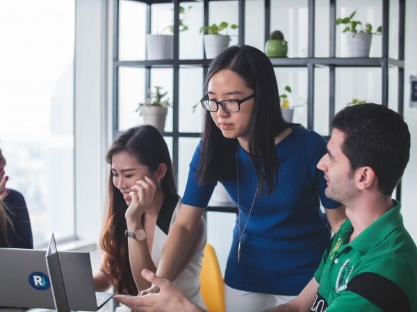부킹닷컴이 전세계 IT 업계 여성 6898명을 대상으로 설문조사를 진행했다. ⓒ부킹닷컴