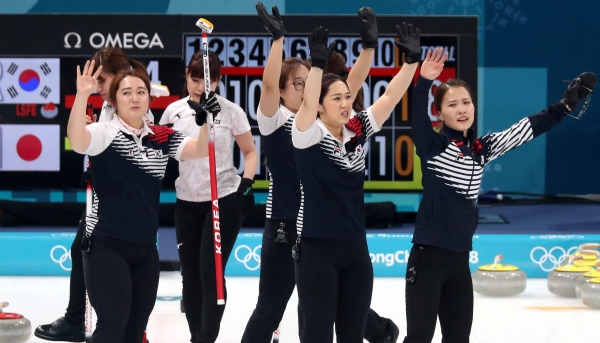 평창 올림픽에서 은메달을 딴 여자 컬링팀 '팀킴' ⓒ뉴시스·여성신문