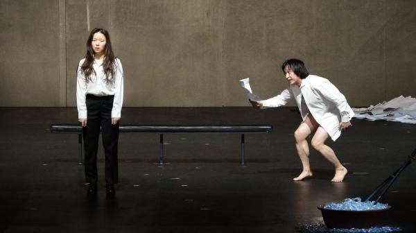 예술의전당 제작 연극 '인형의 집'  공연의 한 장면. 사진_강일중