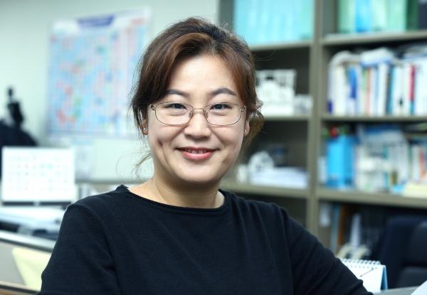 민주당보좌진협의회 첫 여성회장으로 당선된 조혜진 보좌관을 9일 서울 여의도 국회 의원회관에서 만났다.
