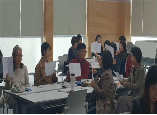인권지킴이 양성과정 교육에 참여 중인 주민들 ⓒ영등포구
