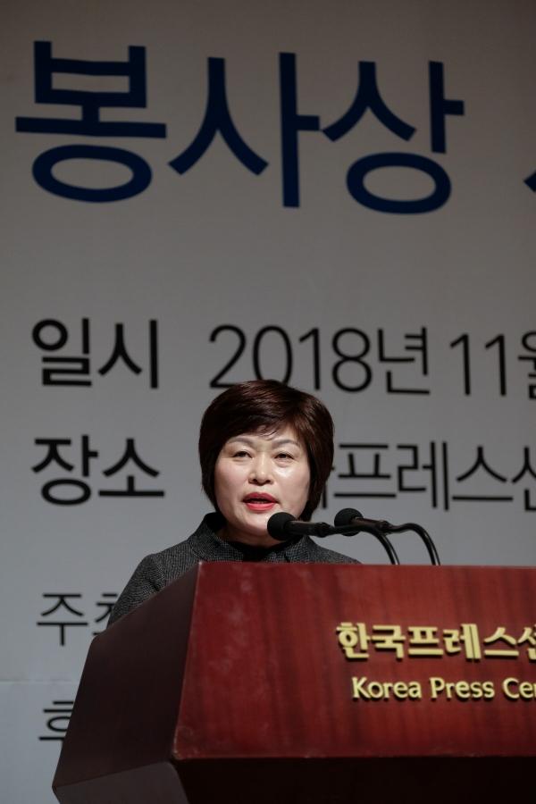 제42회 청백봉사상 대상을 수상한 안현숙 천안시 서북구보건소 건강관리팀장 ⓒ뉴시스.여성신문