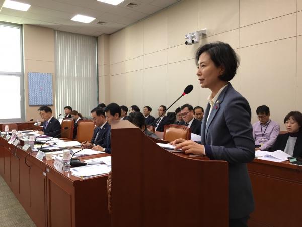 국회 여성가족위원회는 28일 디지털 성범죄 대응과 관련해 주요 현안보고를 열어 웹하드 카르텔 수사 상황과 향후 대응 방안을 점검했다. ⓒ진주원 여성신문 기자
