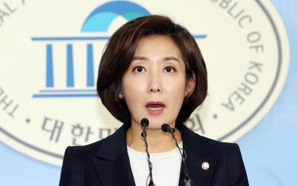 한국당 나경원 의원이 2일 서울 여의도 국회 정론관에서 원내대표 출마 기자회견을 하고 있다. ⓒ뉴시스·여성신문
