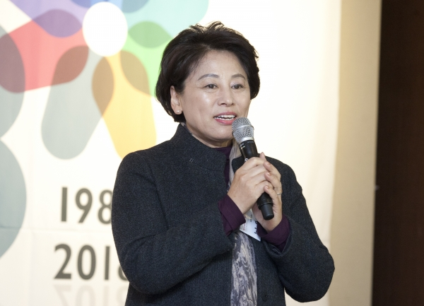 4일 서울 여의도 63빌딩 컨벤션센터에서 열린 '여성신문 창간 30주년 후원의 밤' 행사에서 남인순 더불어민주당 최고위원이 축하인사를 하고 있다.
