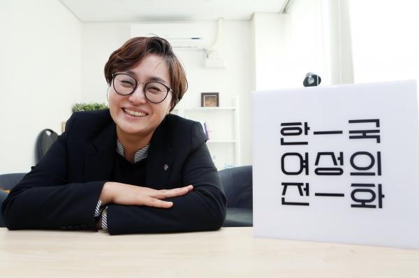 11월 22일 서울 은평구 한국여성의전화 사무실에서 고미경 한국여성의전화 상임대표를 만났다. ⓒ이정실 여성신문 사진기자