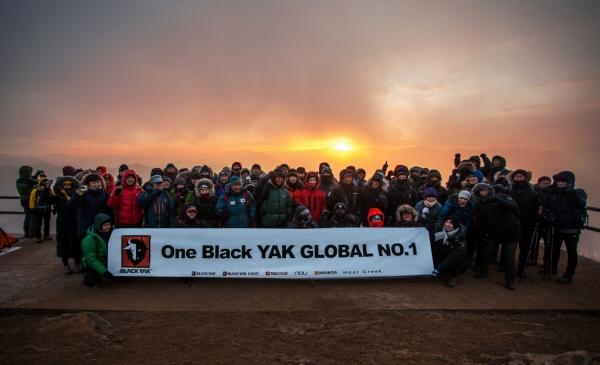 블랙야크 임직원들이 새해 첫날 신년 산행에 참가한 모습 ⓒ블랙야크