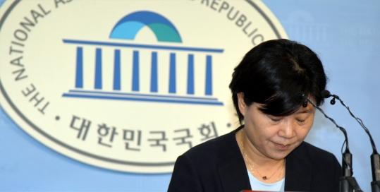 '가족채용' 논란으로 물의를 빚은 더불어민주당 서영교 의원이 11일 탈당했다. ⓒ뉴시스·여성신문