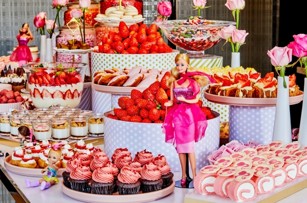 JW메리어트 동대문 스퀘어의 '살롱 드 딸기'와 롯데호텔서울의 '2019 머스트 비 스트로베리(Must Be Strawberry)'