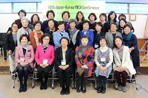 """1월 11~14일 일본 교토YWCA 열린 제10회 한일YWCA협의회 참가자들은 공동성명을 통해 """"한일 여성들은 왜곡된 역사인식을 바꾸고 전쟁이 되풀이되지 않도록 동아시아의 평화 구축과 정착을 위해 서로 협력하겠다""""고 밝혔다.   ©한국YWCA연합회"""