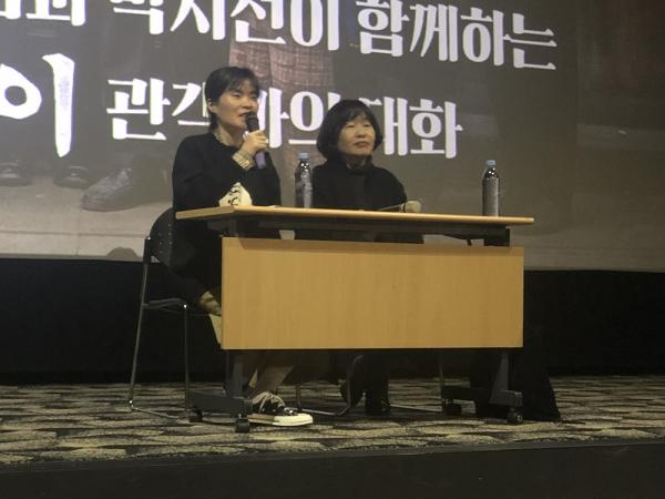 박지선(왼쪽)과 엄유나 감독. ⓒ롯데엔터테인먼트 제공