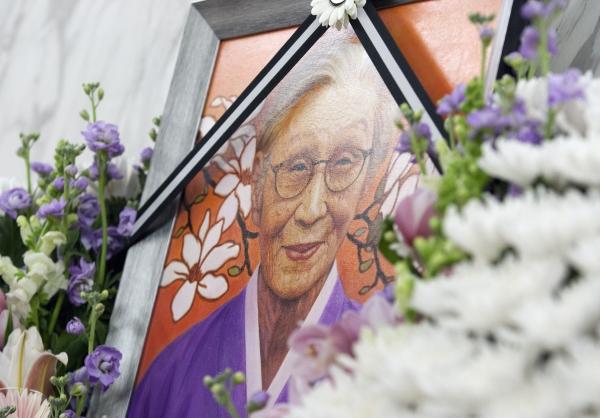 29일 서울 서대문구 세브란스 병원 장례식장에 마련된 일본군 성노예 피해자 故 김복동 할머니의 빈소에 영정사진