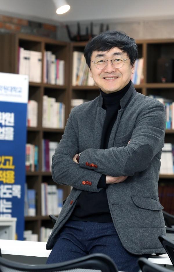 학원광고와 교육매거진을 발행해 온 (주)해오름커뮤니케이션즈 김무현 대표이사는 지난 1월 29일 학원인들을 위한 한국학원대학교를 정식 개교했다.