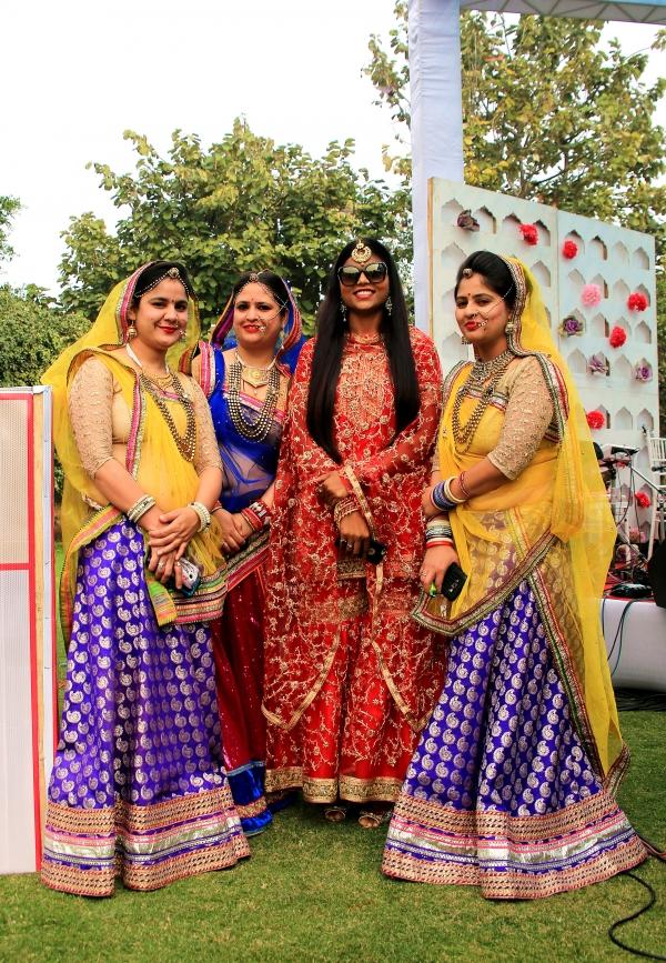 아름다운 인도 전통의상을 차려 입은 결혼식 하객들 ⓒ김경호