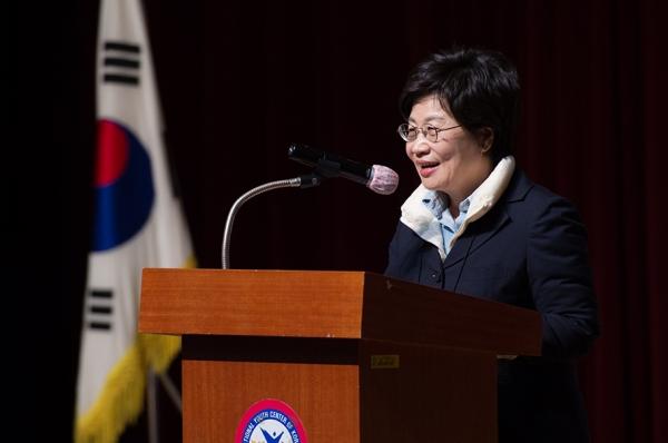 한국여성경제인협회 정윤숙 회장이  '2019년 대의원 리더십 연수'에서 개회사를 하고 있다. ⓒ한국여성경제인협회 제공