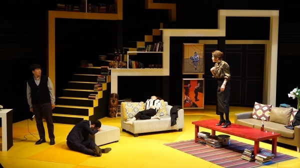 연극 '대학살의 신' 공연 중 한 장면. ⓒ강일중