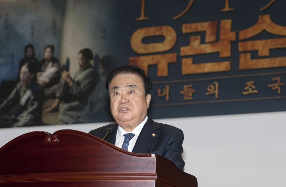 문희상 국회의장이 4일 서울 여의도 국회 의원회관 대회의실에서 열린 '1919 유관순' 국회 시사회에 참석해 축사를 하고 있다.