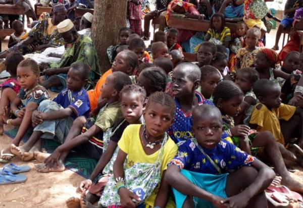 여성 성기를 훼손하는 악습으로 수많은 여성들이 생식기 감염 등 신체적, 정신적 고통을 겪고 있다. 사진은 아프리카 말리의 소녀들. ©초록우산어린이재단 홈페이지