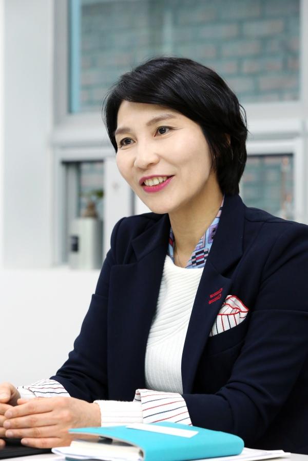 한국여성벤처협회 제11대 회장에 취임한 박미경 포시에스 대표가 7일 서울 강남구 논현동 포시에스 본사에서 진행된 인터뷰에서 취임소감을 말하고 있다.