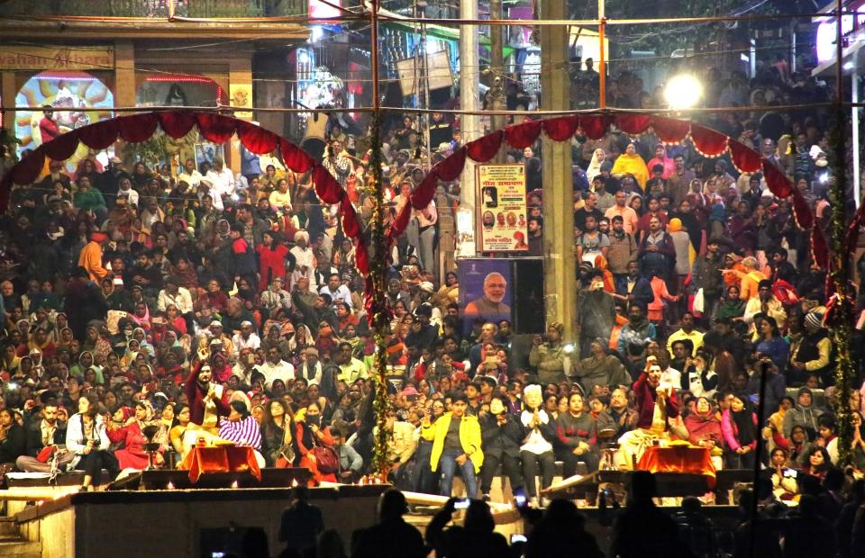 매일 일몰이 시작되면 바라나시의 갠지스강가에 수많은 사람들이 모여 사제들의 집전에 따라 1시간 가량 힌두의식인 '뿌자의식'을 치룬다. ⓒ김경호