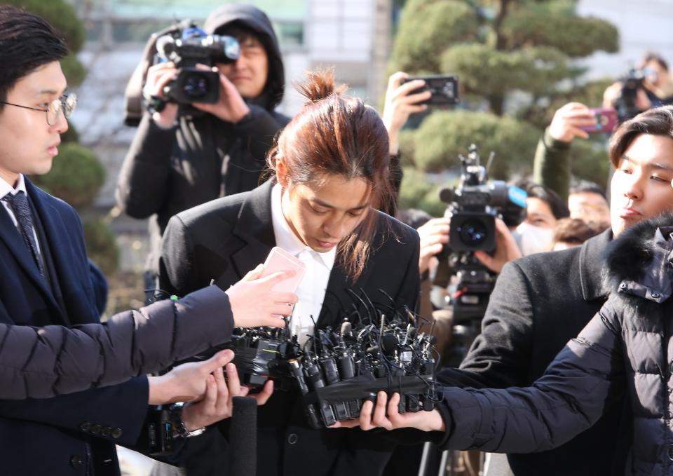 불법 촬영·유통 혐의를 받고 있는 가수 정준영이 14일 서울지방경찰청에 피의자 신분으로 조사를 받기 위해 출석하고 있다. ⓒ이정실 여성신문 사진기자