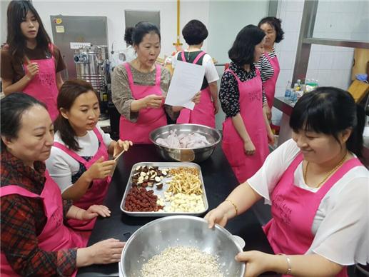 종로구는 다문화가족을 위한 생활요리교실을 정기적으로 운영하고 있다. ⓒ종로구