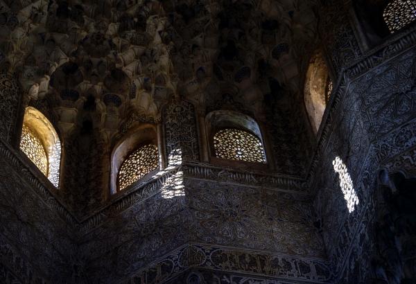 알함브라 궁전의 화려했던 이슬람 역사를 말해주는 이국적 문양들. 사진_조현주