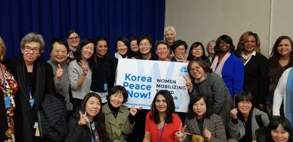'Korea Peace Now!! Women Mobilizing to End the War'(한반도 평화협정 체결 및 전쟁 종식을 위한 여성 행동) 캠페인의 시작을 알리는 참가자들. ©여성신문