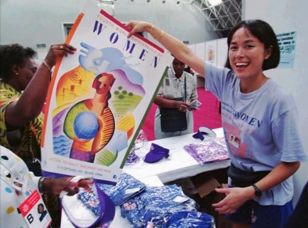 1995년 북경여성대회 포스터를 든 중국 여성 / 워싱턴포스트