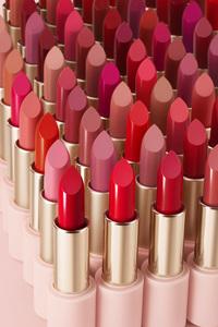 에뛰드하우스가 60가지 다양한 컬러와 세련된 케이스 디자인이 특징인 립스틱 '베러 립스톡'을 출시했다. ⓒ에뛰드하우스