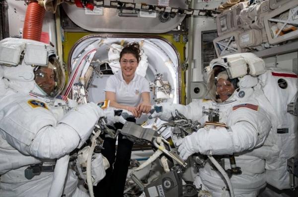 (왼쪽부터) 닉 에이그, 크리스티나 코크, 앤 매클레인 ⓒNASA 트위터