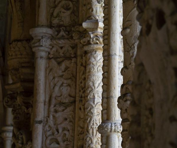 빛을 받아 섬세한 문양을 드러낸 제로니모스 수도원의 기둥. 사진_조현주