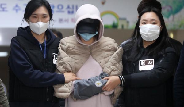 황하나가 연예인 A씨의 권유로 마약을 다시 시작했다고 진술했다. 이에 경찰은 해당 연예인을 소환해 조사할 계획이다. ⓒ뉴시스·여성신문
