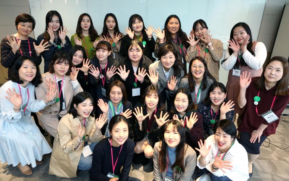 슈나이더 일렉트릭  '글로벌 멘토링 프로그램'에 참여한 멘토-멘티 ⓒ이정실 여성신문 사진기자