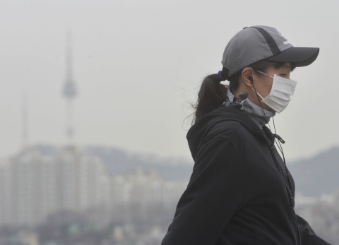 6일 중국발 황사로 전국이 심한 미세먼지로 뒤덮인다. 이날 미세먼지 농도는 전 권역에서 '매우 나쁨' 수준을 보일 것으로 전망된다. ⓒ뉴시스·여성신문
