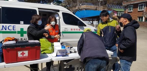 대한간호협회는 강원도 산불 피해지역 중 규모가 큰 고성과 속초에 봉사단을 파견했다. ⓒ대한간호협회