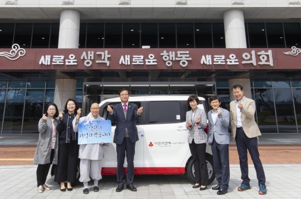 경상북도의회 박영서 행정보건복지위원장은 지난 11일 경상북도의회 전정에서 여성긴급전화1366경북센터에 차량을 후원했다.