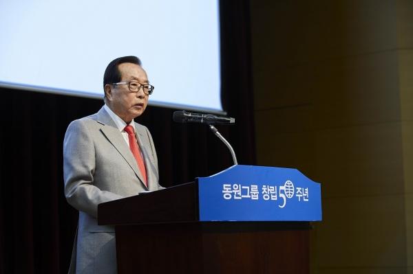 16일 오전 경기 이천 연수원에서 열린 동원그룹 50주년 기념식에서 김재철 동원그룹 회장이 퇴진하겠다고 밝혔다.