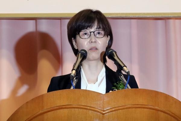 이미선 신임 헌법재판관이 19일 서울 종로구 헌법재판소에서 열린 취임식에서 취임사를 하고 있다. / 뉴시스·여성신문