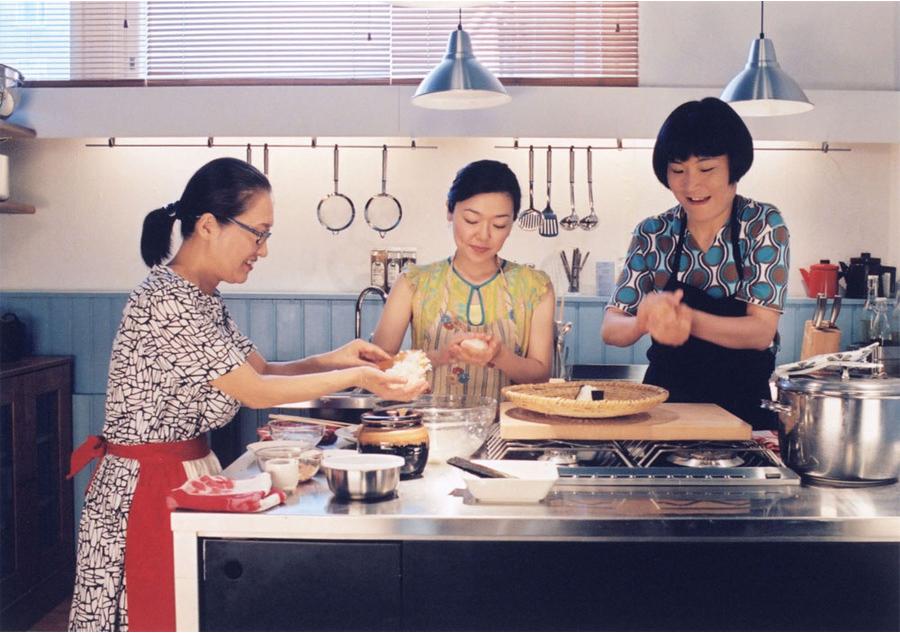 영화 <카모메 식당>의 한 장면