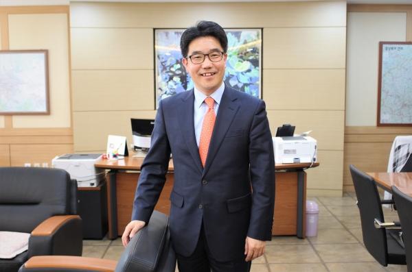 """""""한국경제의 근간을 이루는 중소기업의 성장 잠재력을 이끌어 내어 국가 경쟁력을 높이는 것, 이를 뒷받침하는 역할을 지방중소벤처기업청에서 하고 있다.""""는 김성섭청장. ⓒ권은주기자"""