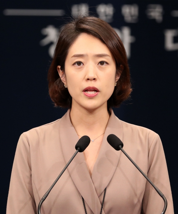 첫 브리핑을 하는 고민정 청와대 대변인 ⓒ뉴시스.여성신문