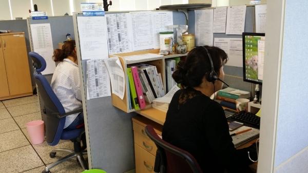 고용노동부 고객상담센터의 전화상담원들