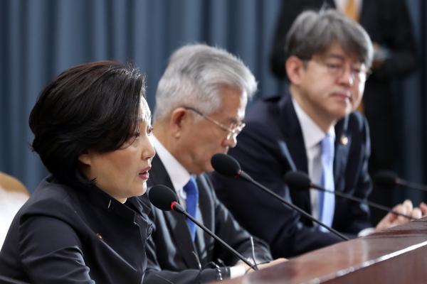 박영선 중소벤처기업부 장관이 8일 열린 경제활력대책회의에서 발언하고 있다. ⓒ뉴시스·여성신문