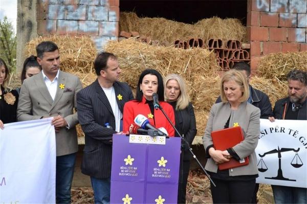 바스피예 크라스니치-굿맨이 코소바고문피해자재활센터(KRCT)'를 통해 코소보 전쟁 피해 여성들을 지원하는 활동을 하는 모습. ©Kosova Rehabilitation Centre for Torture Victims