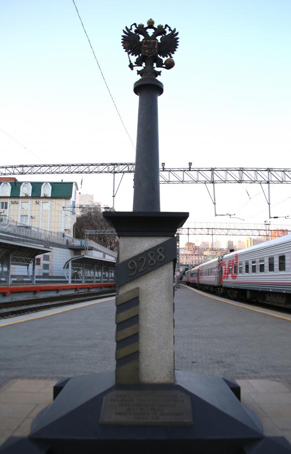 블라디보스토크역에 있는 시베리아 횡단열차 종착역 9,288km이정탑 ⓒ김경호