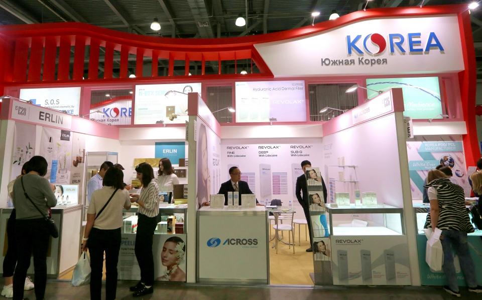 모스크바 '인터참' 뷰티박람회장의 한국 회사들 부스 ⓒ김경호