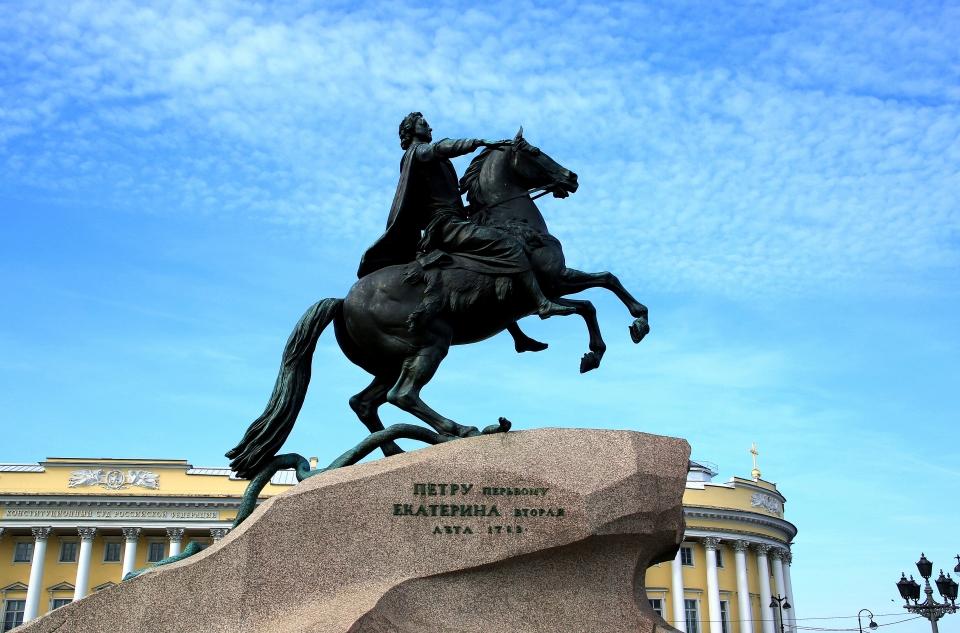 상트페테르브르그를 건설한 표트르대제 청동기수 동상. 프랑스 조각가 에티엔모리스팔코네 작품으로 이 동상 앞에서 푸쉬킨이 찬양의 시를 읊었다고 한다. ⓒ김경호